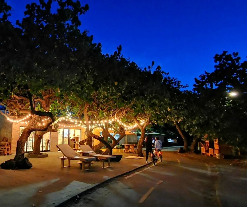 越夜月美咖啡廳